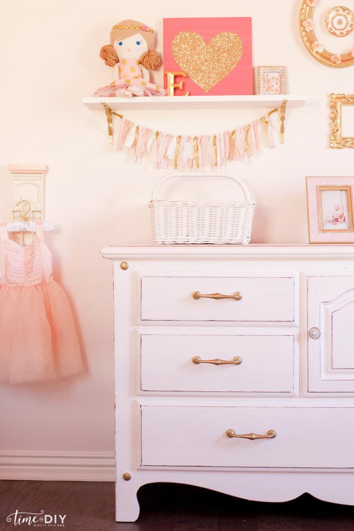 Chippy Glam Dresser