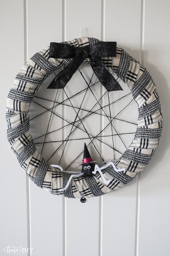 Easy Halloween Spider Web Wreath